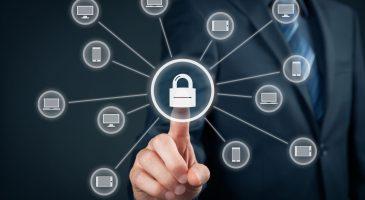 IT-Sicherheit Bild Mann Finger Schloss